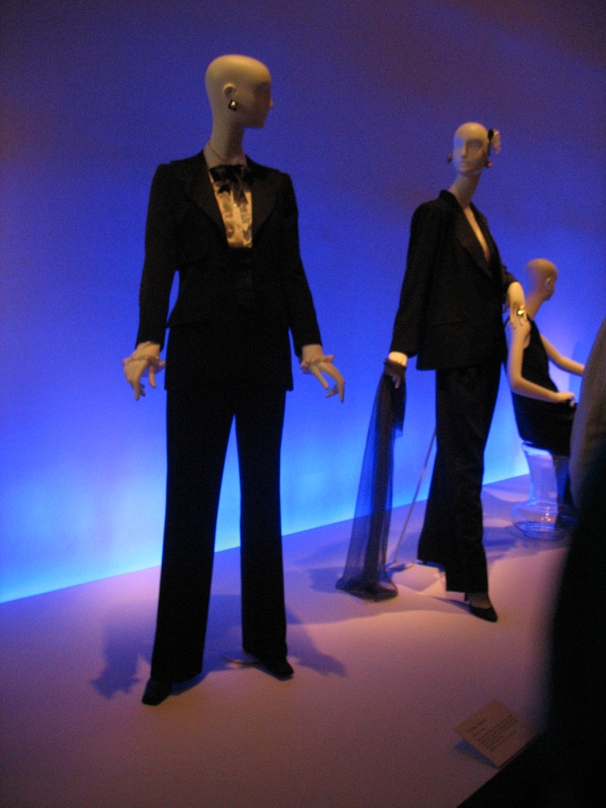 Yves_St_Laurent_le_smoking_at_deYoung_Museum_San_Francisco