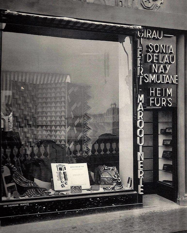 Fa-ade-et-vitrine-de-la---Boutique-Simultan-e---de-Sonia-Delaunay-Pont-Alexandre-III-Paris-1925